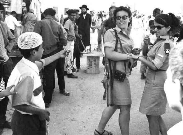 Israeli-soldier-girls-1967